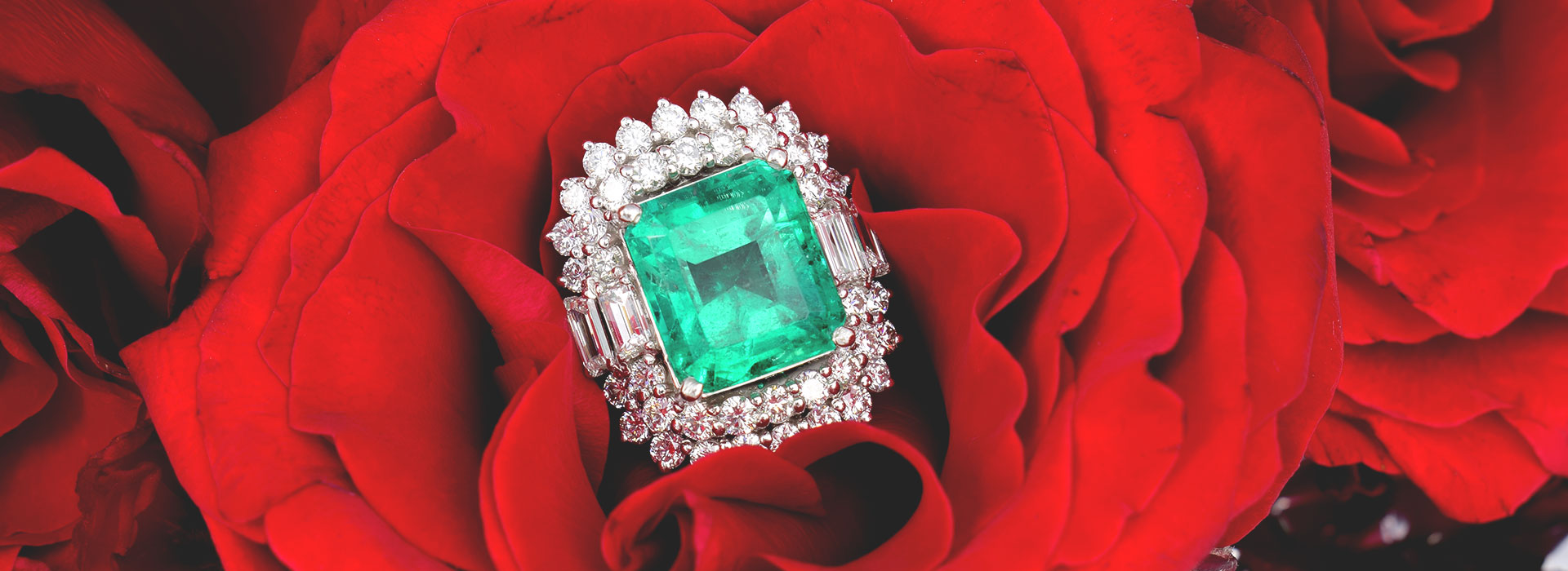 Large Pure Green Emerald Ring with Diamonds and Roses