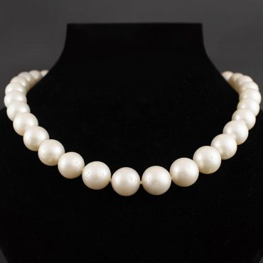 Australian South Sea White Pearl Necklace (13.5mm)