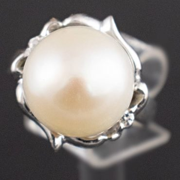Single Pearl & White Gold Ring